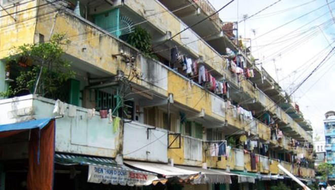 Cảnh sống nhếch nhác trong các chung cư cũ, xuống cấp.