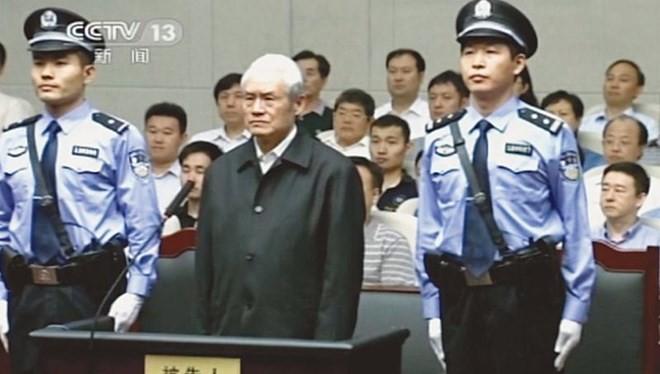 Cựu Ủy viên thường vụ Bộ Chính trị Trung Quốc Chu Vĩnh Khang bị đưa ra tòa xét xử.