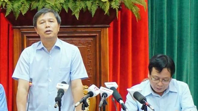 Phó giám đốc Sở TN&MT Hà Nội Nguyễn Hữu Nghĩa trao đổi với phóng viên chiều 6/10. Ảnh: Dũng Nguyễn.