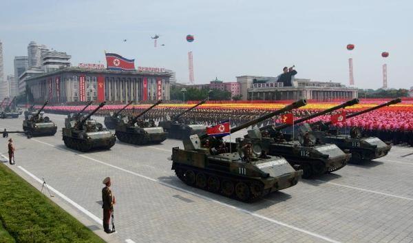 Triều Tiên khoe vũ khí trong cuộc diễu binh hôm 10/10.