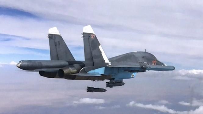 Bom KAB-500-S từ Su-34 lao xuống mục tiêu ở Syria