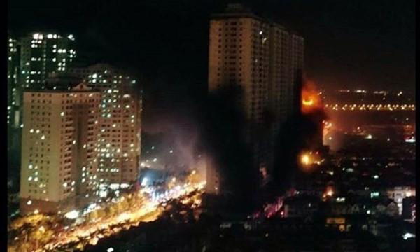 Cháy khu đô thị Xa La: Hàng nghìn người la ó cầu cứu