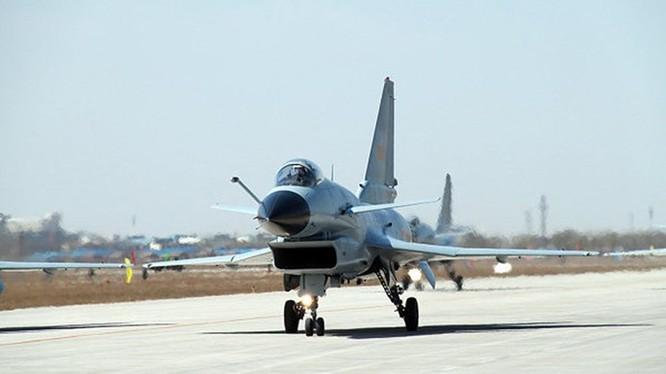 Một tiêm kích J-10 của Trung Quốc