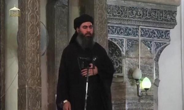 Abu Bakr al-Baghdadi tại một đền thờ ồi giáo ở Iraq hồi tháng 7.2014