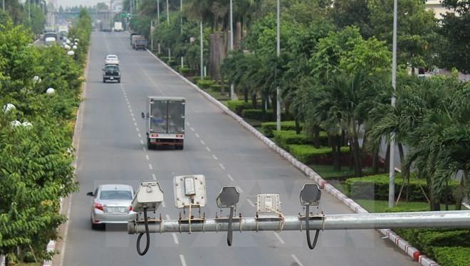 Các camera và máy đo tốc độ được gắn trên các tuyến đường cao tốc để soi vi phạm và xử phạt.