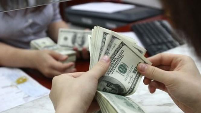 USD tiếp tục tăng nhanh, Eximbank và ACB điều chỉnh tỷ giá hàng chục lần