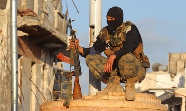 Một tay súng thuộc Mặt trận Nusra Front.