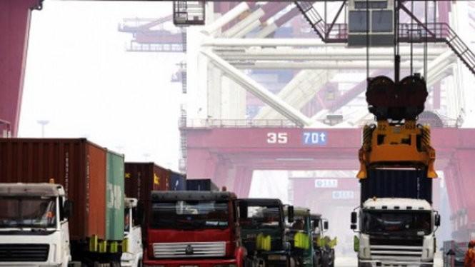 Nhập khẩu Trung Quốc giảm lần thứ 11 liên tiếp, đẩy nền kinh tế nước này đứng trước nguy cơ tiếp tục lao dốc - Ảnh: Reuters