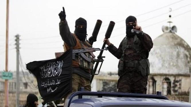 Thành viên của Mặt trận Nusra, một nhánh của al-Qaeda - Ảnh: Reuters