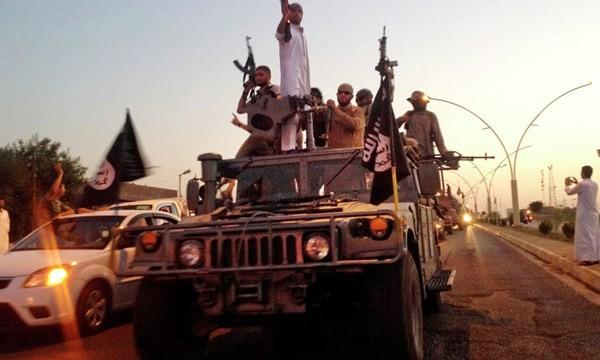 Khủng bố IS 'mua' một tay súng giá 10.000 USD.
