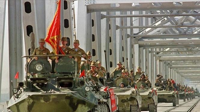 Lính Liên Xô rút khỏi Afghanistan - Ảnh: Voennoe.RF.