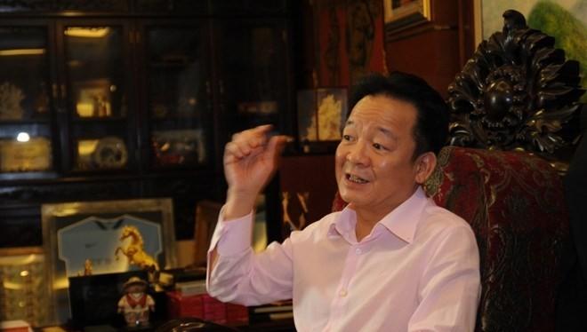 Ông Đỗ Quang Hiển kể cách phi lê cá... sát tận xương.
