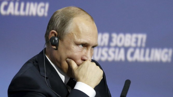 Nền kinh tế khủng hoảng đang là thách thức lớn đối với Tổng thống Nga Vladimir Putin Ảnh: Reuters