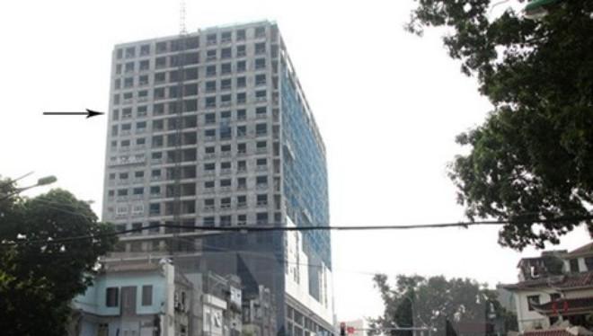 Nhà 8B Lê Trực xây vượt chiều cao 16 m so với giấy phép, tương đương năm tầng