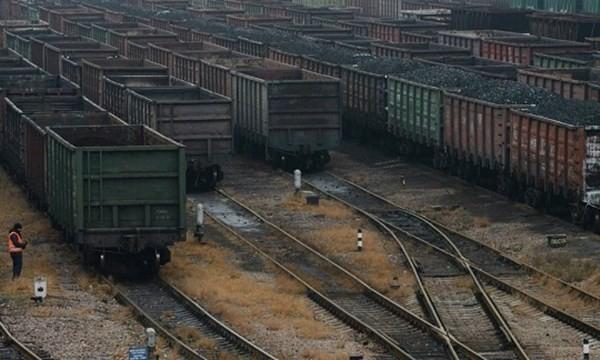 Tình cảnh oái oăm của Ukraine: mua 40.000 tấn than mỗi ngày từ ly khai