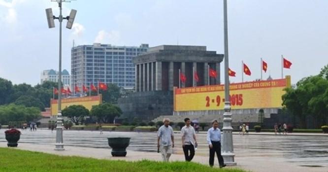 Tòa nhà 8B Lê Trực (Hà Nội) nhìn từ khu vực Lăng Chủ tịch Hồ Chí Minh. Ảnh: Nguyễn Hưởng.