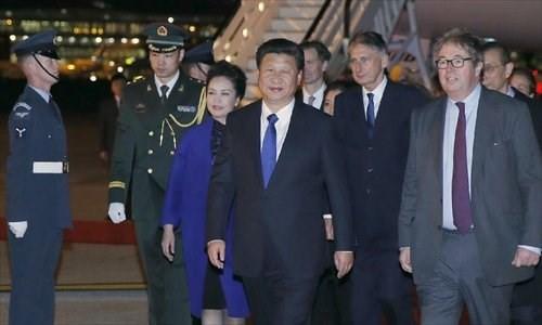 Chủ tịch Tập Cận Bình và phu nhân tới sân bay Heathrow, Vương quốc Anh. Nguồn: GlobalTimes