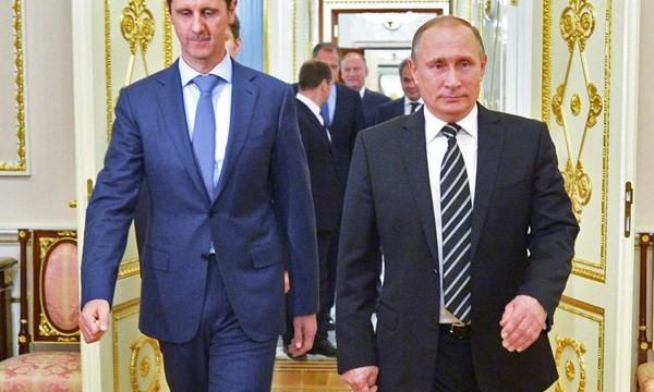 Tổng thống Syria (trái) bất ngờ đến Moscow, nói chuyện với Tổng thống Putin