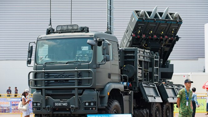 Dàn phóng tên lửa Spyder của Singapore - Ảnh: bmpd