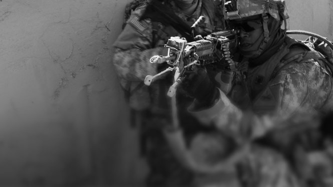 Lính đặc nhiệm Mỹ thực hiện nhiệm vụ giải cứu - Ảnh: CNN
