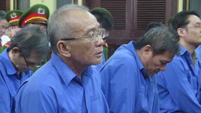 Bị cáo Trung tại phiên tòa sáng 23.10 - Ảnh: Ngọc Lê