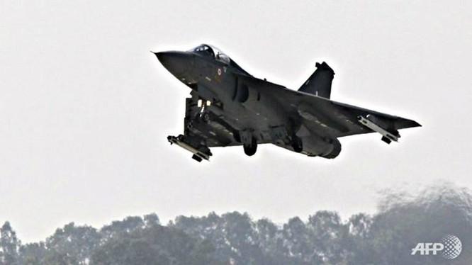Ấn Độ lần đầu cho phép nữ phi công lái chiến đấu cơ - Ảnh: AFP