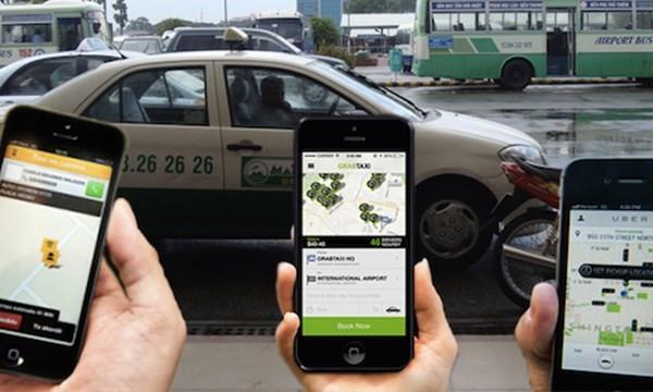 """Taxi giá rẻ nở rộ, tài xế taxi truyền thống """"than trời"""""""