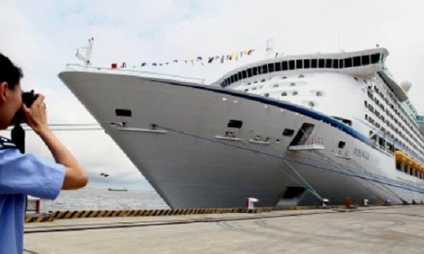 Tàu du lịch Voyager of the Seas ở Thượng Hải. Ảnh nguồn: Tân Hoa Xã