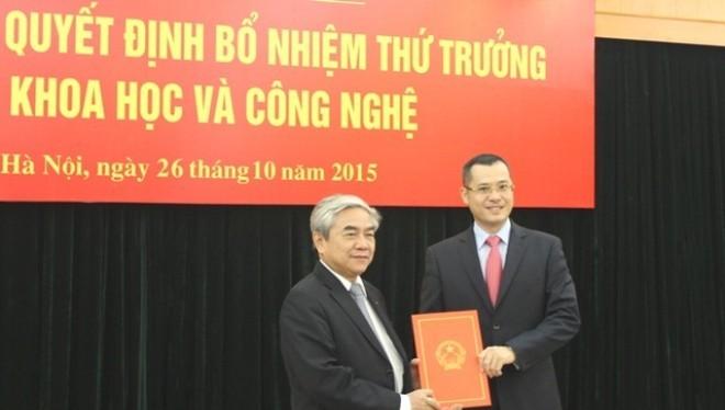 Bộ trưởng Bộ KH&CN Nguyễn Quân trao Quyết định bổ nhiệm cho Thứ trưởng Phạm Đại Dương