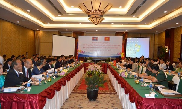 Cuộc họp nhóm quan chức cao cấp (SOM) Việt Nam và Campuchia sáng 27.10. Ảnh: Thảo Hương