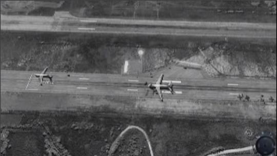 Máy bay Nga được nhìn thấy tại căn cứ không quân của Nga ở TP Latakia – Syria. Ảnh: Fox News