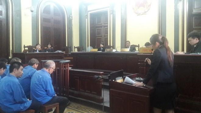 Luật sư đang bào chữa cho các bị cáo