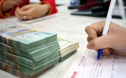 Để tăng nguồn tiền phục vụ cho nhu cầu tín dụng tiêu dùng trong những tháng cuối năm, hàng loạt ngân hàng thương mại đã tăng lãi suất huy động