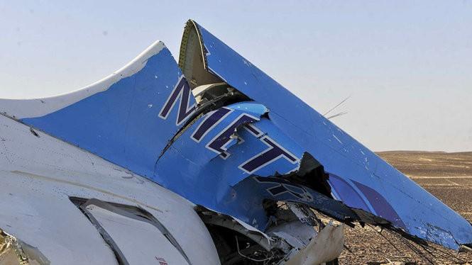 Phần còn lại của chiếc máy bay Nga tại hiện trường vụ tai nạn ở bán đảo Sinai, Ai Cập - Ảnh: Reuters