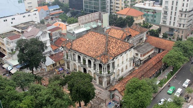 """Tòa nhà cổ có vị trí """"vàng"""" tại Q.3 đã được một đại gia Việt mua lại - Ảnh: Đình Sơn"""