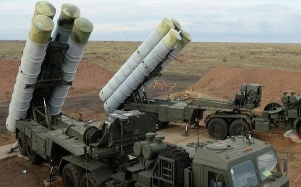 Một trận địa tên lửa phòng không S-400.