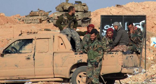 Quân đội Syria tái chiếm thành phố IS khỏi tay IS - Ảnh: AP
