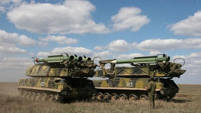 Mỗi xe phóng của hệ thống Buk-M2E mang 4 tên lửa - Ảnh: topwar