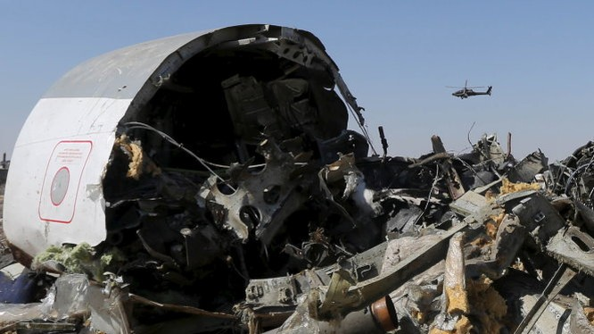 Xác chiếc máy bay xấu số - Ảnh: Reuters