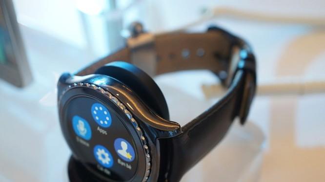 Phiên bản Gear S2 Calssic có thêm dây đeo bằng da lịch lãm - Ảnh: T.Luân