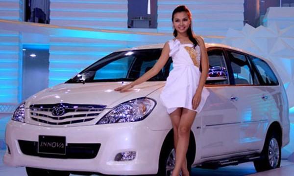 Khách hàng trong nước mua 720 chiếc xe hơi mỗi ngày