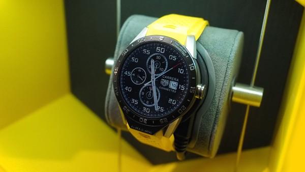 Đồng hồ thông minh Android siêu sang đầu tiên giá 1.500USD