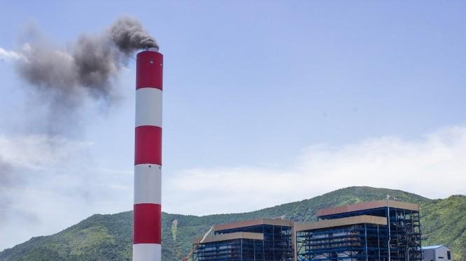 Một nhà máy nhiệt điện đốt than