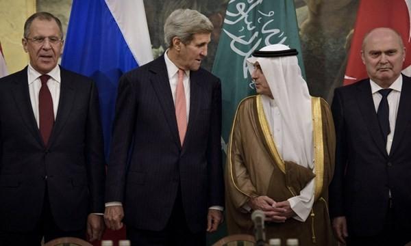Ngoại trưởng Nga, Mỹ, Saudi Arabia, Thổ Nhĩ Kỳ (từ trái sang) trong hội nghị đàm phán hòa bình cho Syria hồi cuối tháng 10.