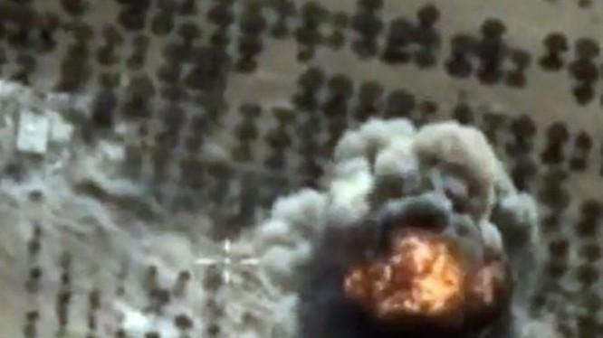 Một cuộc không kích của Nga nhắm vào mục tiêu IS ở Syria - Ảnh: Bộ Quốc phòng Nga/AFP