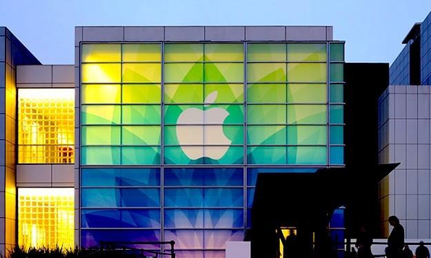 Apple không ngừng mua lại các công ty tiềm năng, hoặc thu hút những nhân sự giỏi từ đối thủ. Ảnh: BGR.