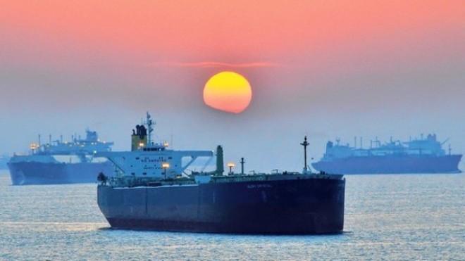 Tàu chở dầu trên Vịnh Oman (Ảnh: Financial Times)