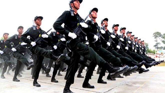 Cảnh sát cơ động được 'hóa trang' khi tuần tra kiểm soát
