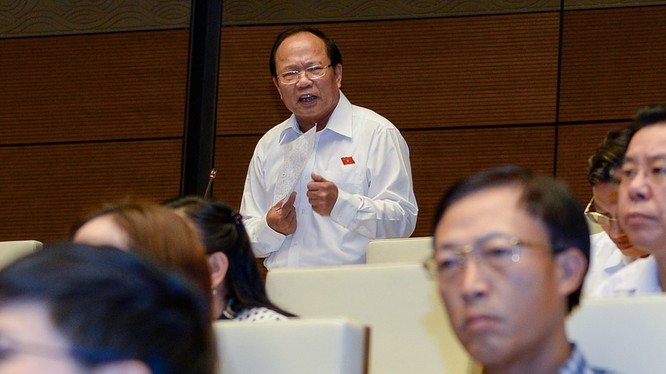 Bộ trưởng Hoàng Anh Tuấn trả lời chất vấn - Ảnh: Việt Dũng