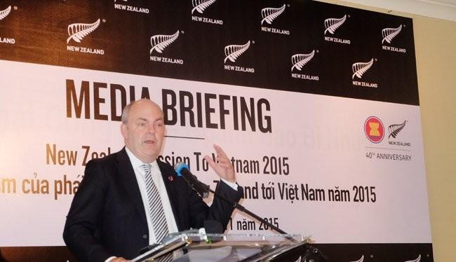 ộ trưởng Bộ Khoa học và Sáng kiến New Zealand Steven Joyce chia sẻ thông tin tại buổi gặp gỡ ngắn với phóng viên ở TPHCM - Ảnh: Quốc Hùng
